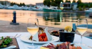 SUPER OFERTA ! 7 nopti la Hotel PORTO CARRAS MELITON 5* - Halkidiki, Grecia la DOAR 494 EURO/ pers.