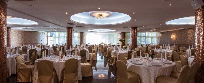 Petrece Pastele 2018 la Hotel INTERNATIONAL 4* - Baile Felix, Romania. - Photo 12