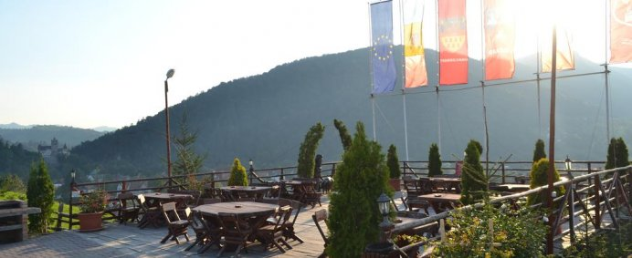 Petrece de 1 Mai 2018 la CLUB Vila BRAN 3* - Bran, Romania ! - Photo 9
