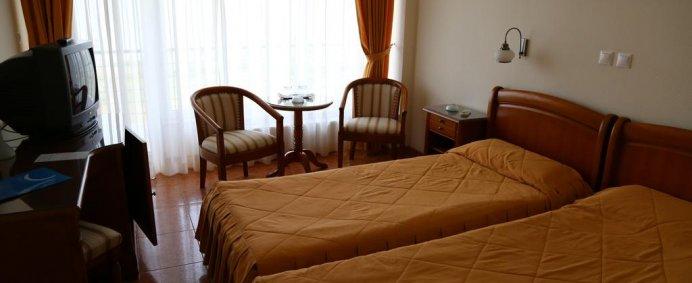 Petrece de 1 Mai 2018 la Hotel COMANDOR 4* - Mamaia, Romania ! - Photo 1